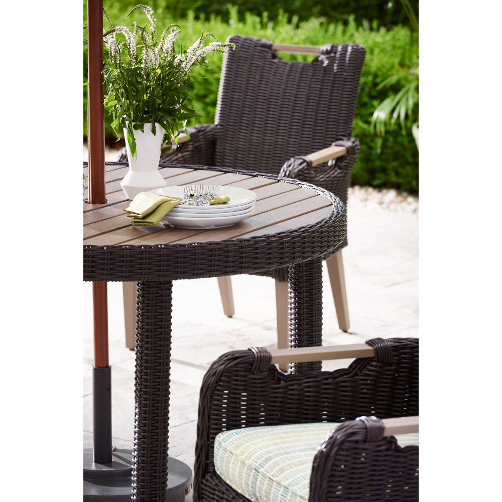 LANE VENTURE Hemingway Cay Round Dining Table
